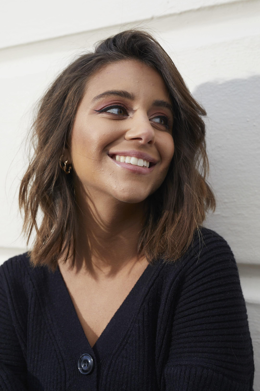 Femme aux cheveux courts bruns Type 2a