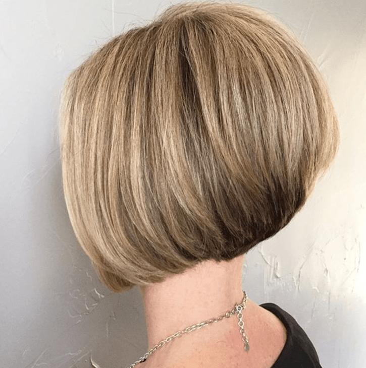 Layered bob: Blonde woman with a graduated layered bob style