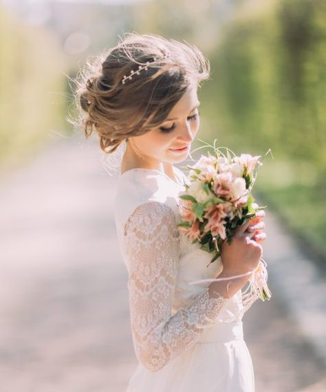 messy bun and headband bridal hairstyle