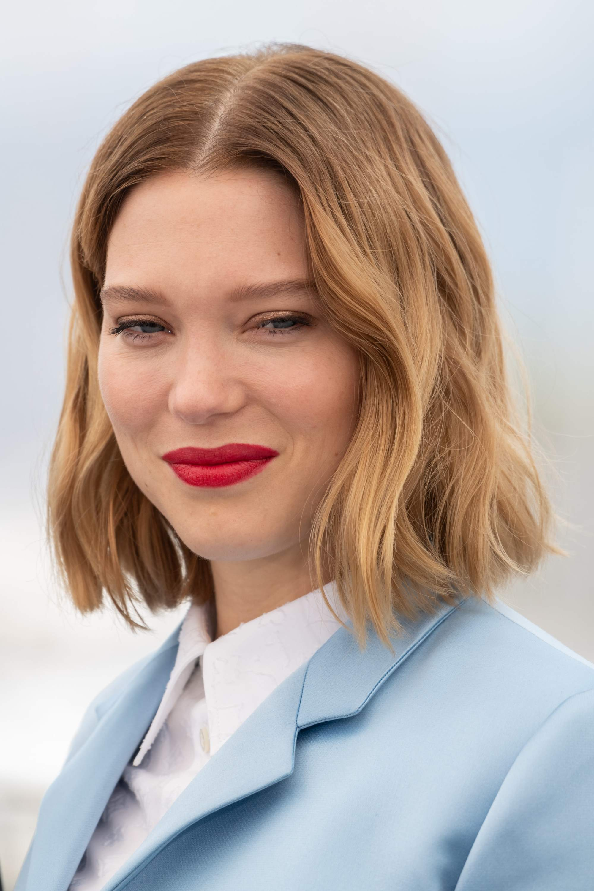 Lea Seydoux with golden blonde messy French bob haircut