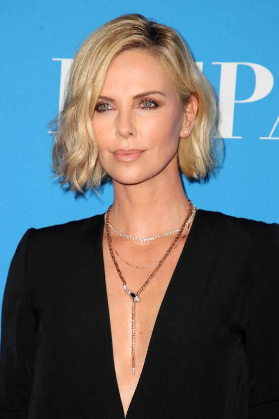 Charlize Theron : les coiffures