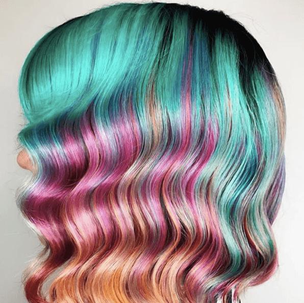 Couleur des cheveux ondulés de sirène de bijou d'Instagram par @societe.beaute