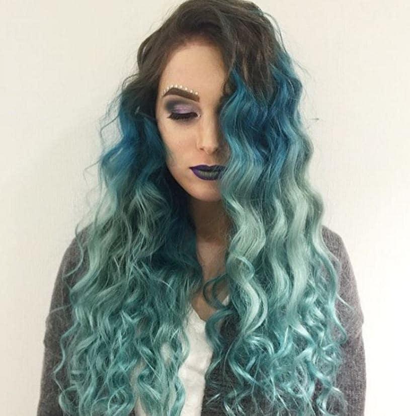 Ondes bleu-vert de la sirène : Ombre aquatique de l'Instagram @mirrycat