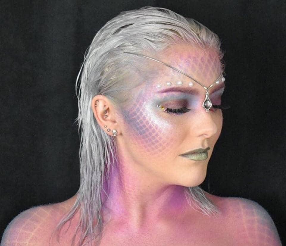 couleur argent des cheveux de la sirène du dos de l'Instagram victoriaxuk