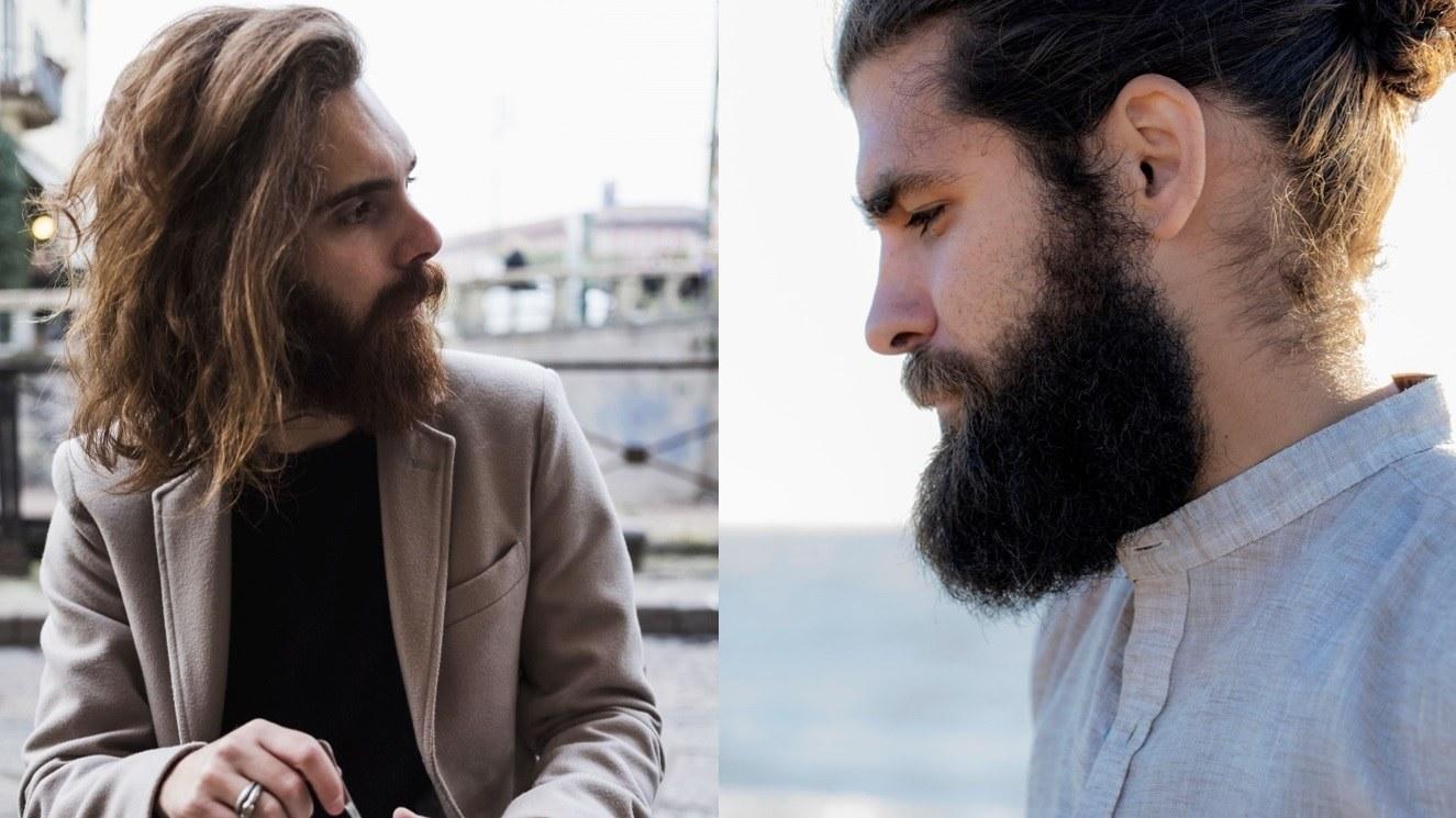Barbe : Plan de rue de deux hommes à la barbe rude de style viking, posant