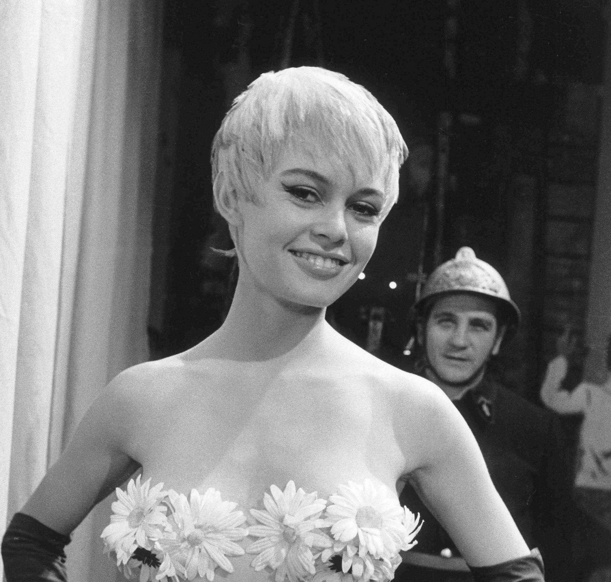 l'actrice française brigitte bardot avec une coupe de lutin blond