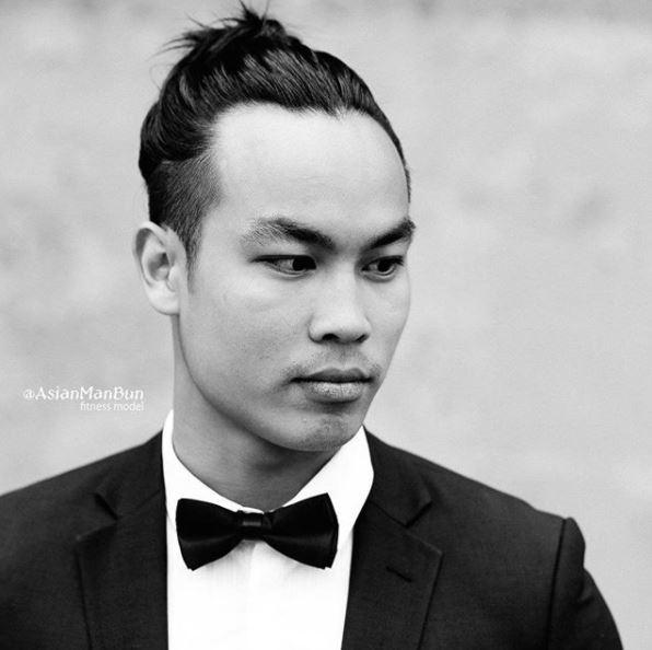 Un homme asiatique, un petit pain : Jeune homme asiatique avec un chignon d'homme bien soigné