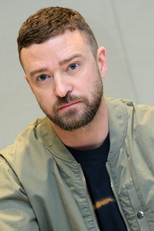 Justin Timberlake avec une coupe à la César avec un fondu enchaîné