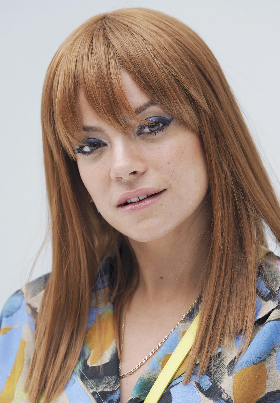 Lilly Allen, cheveux roux clairs avec une frange
