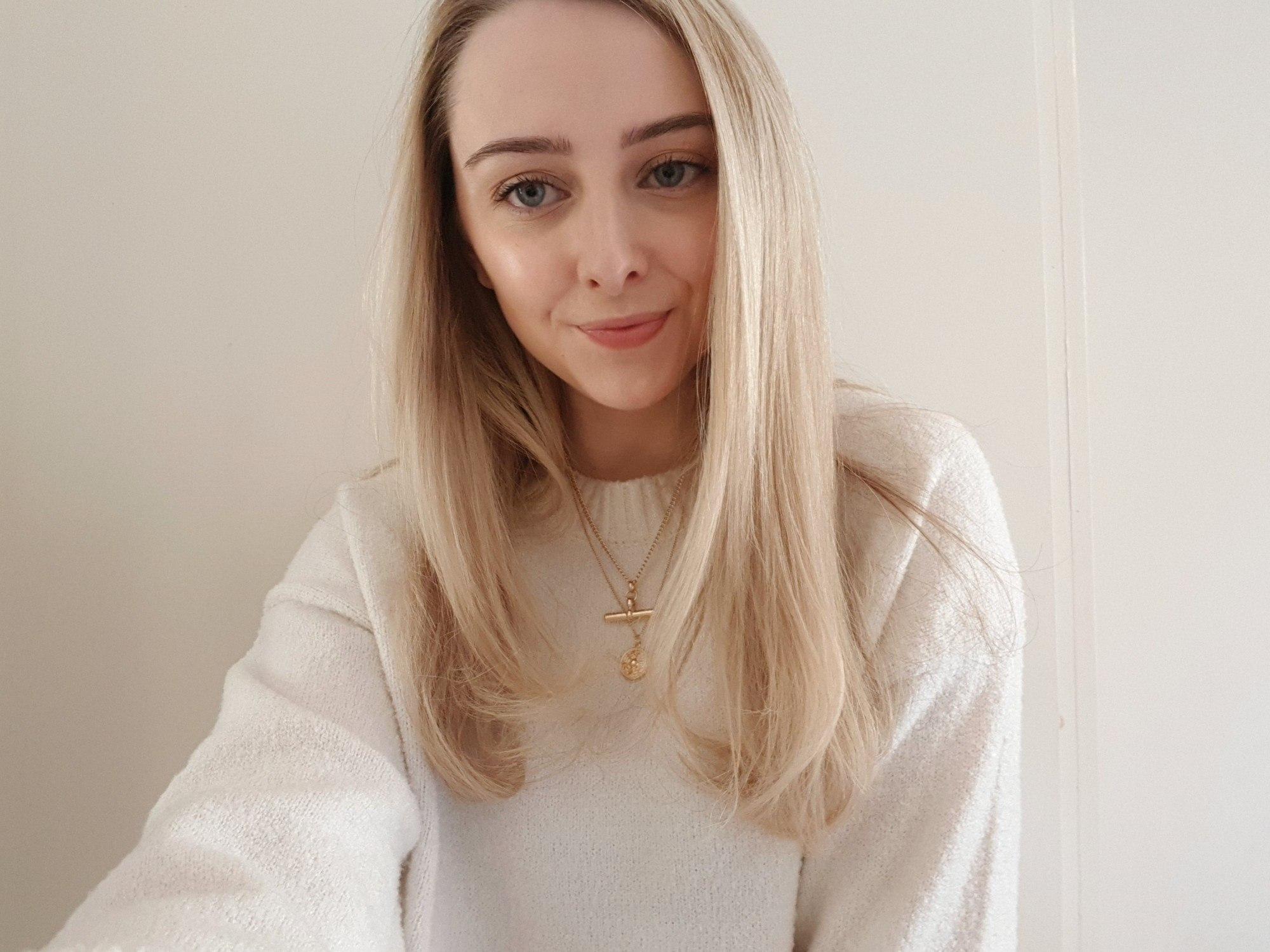 femme aux longs cheveux longs