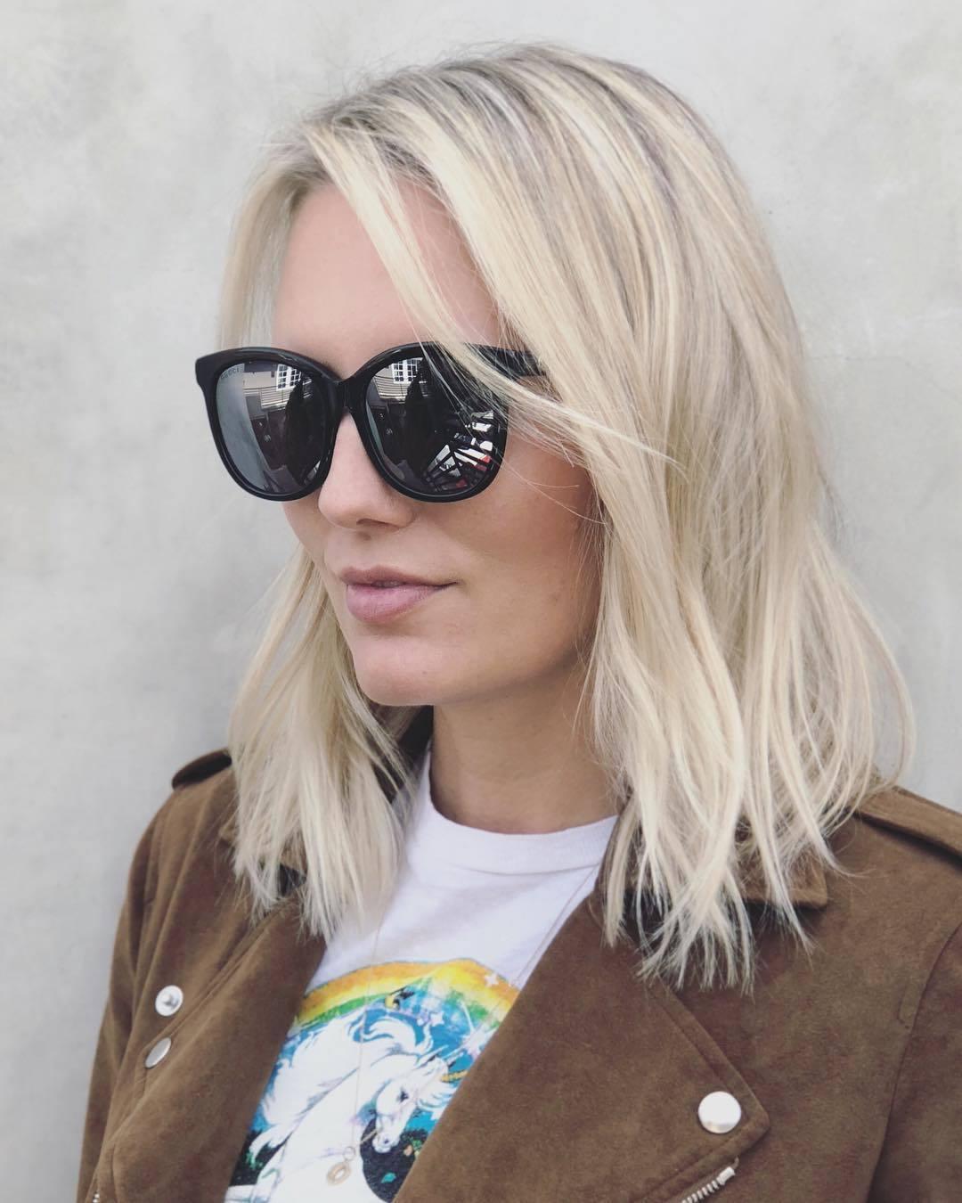Femme aux cheveux fins et texturés, coiffée en lob