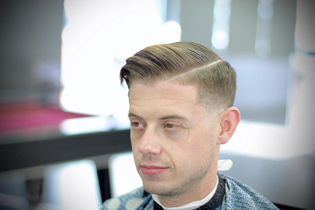 Homme au peigne blond