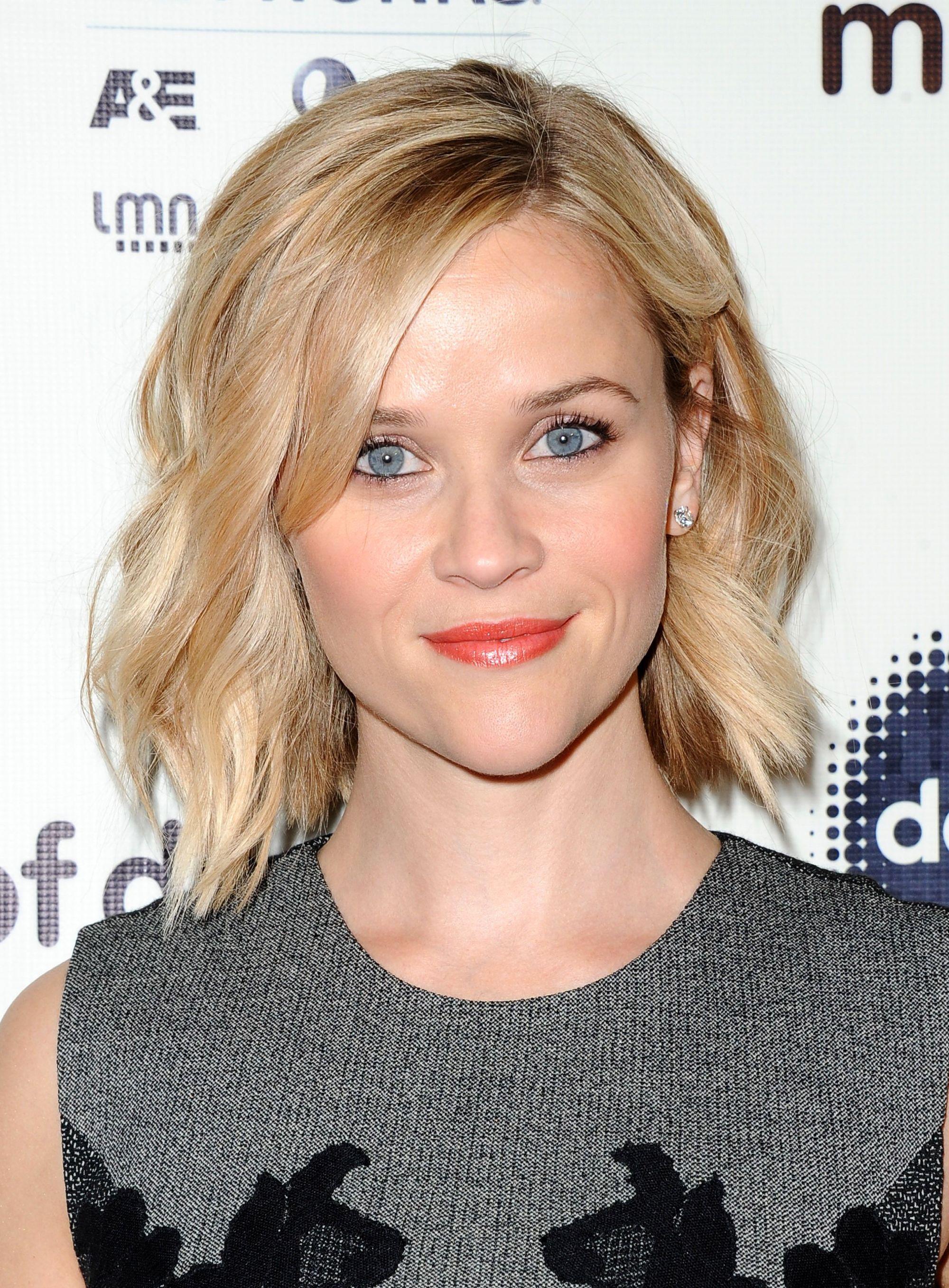 Reese Witherspoon avec un bob ondulé blond