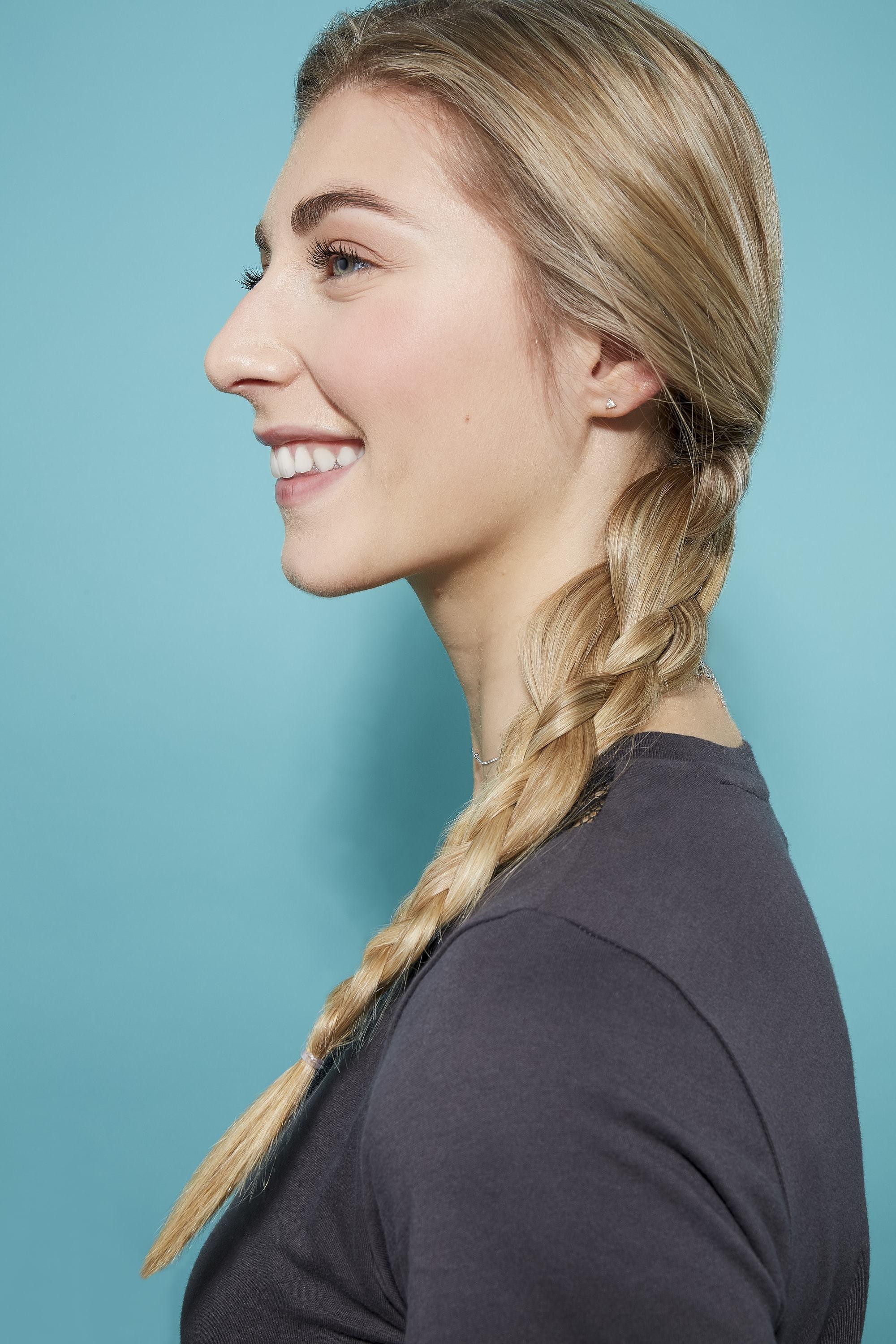 tresse à quatre brins sur de longs cheveux blonds
