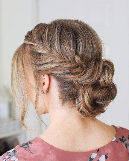 chignon mesys avec tresse sur cheveux blonds