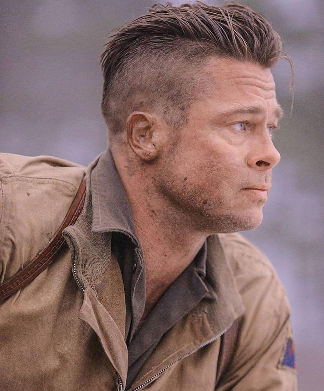 Brad Pitt dans Fury, avec des cheveux gominés et une sous-coupe.