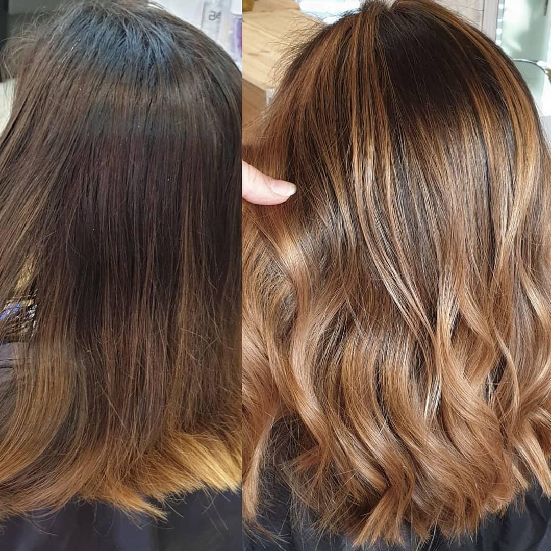 Avant et après d'une femme aux cheveux miels foncés à clairs.