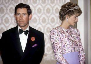 Gros plan sur le prince Charles et la princesse Diana.
