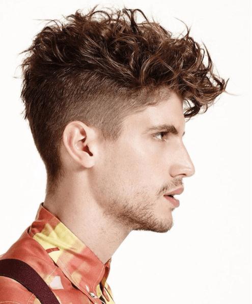 Sous-coupe masculine sur cheveux bouclés - profil de côté - Instagram