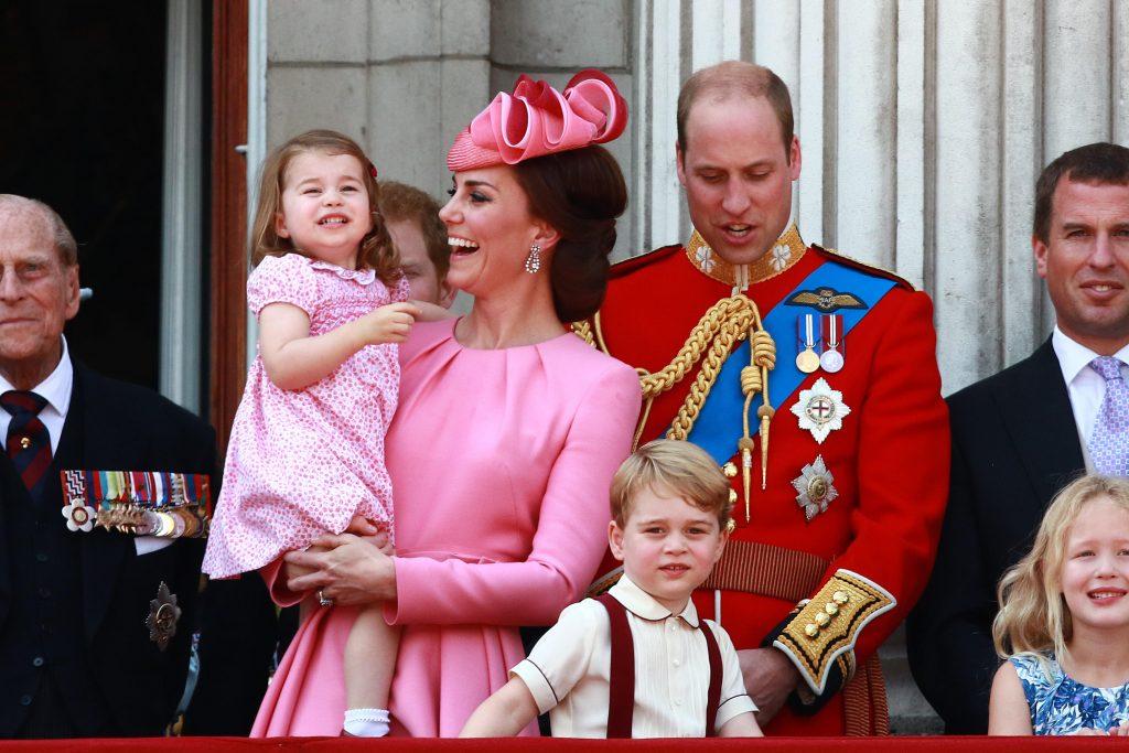 Le Prince Philip, Duc d'Edimbourg, Kate (Catherine Middleton) Duchesse de Cambridge, la Princesse Charlotte, le Prince George, le Prince William, le Duc de Cambridge, Peter Phillips, Summer Phillips et leurs enfants Savannah et Isla sur le balcon du Palais de Buckingham après le Trooping of the Colour 2017.