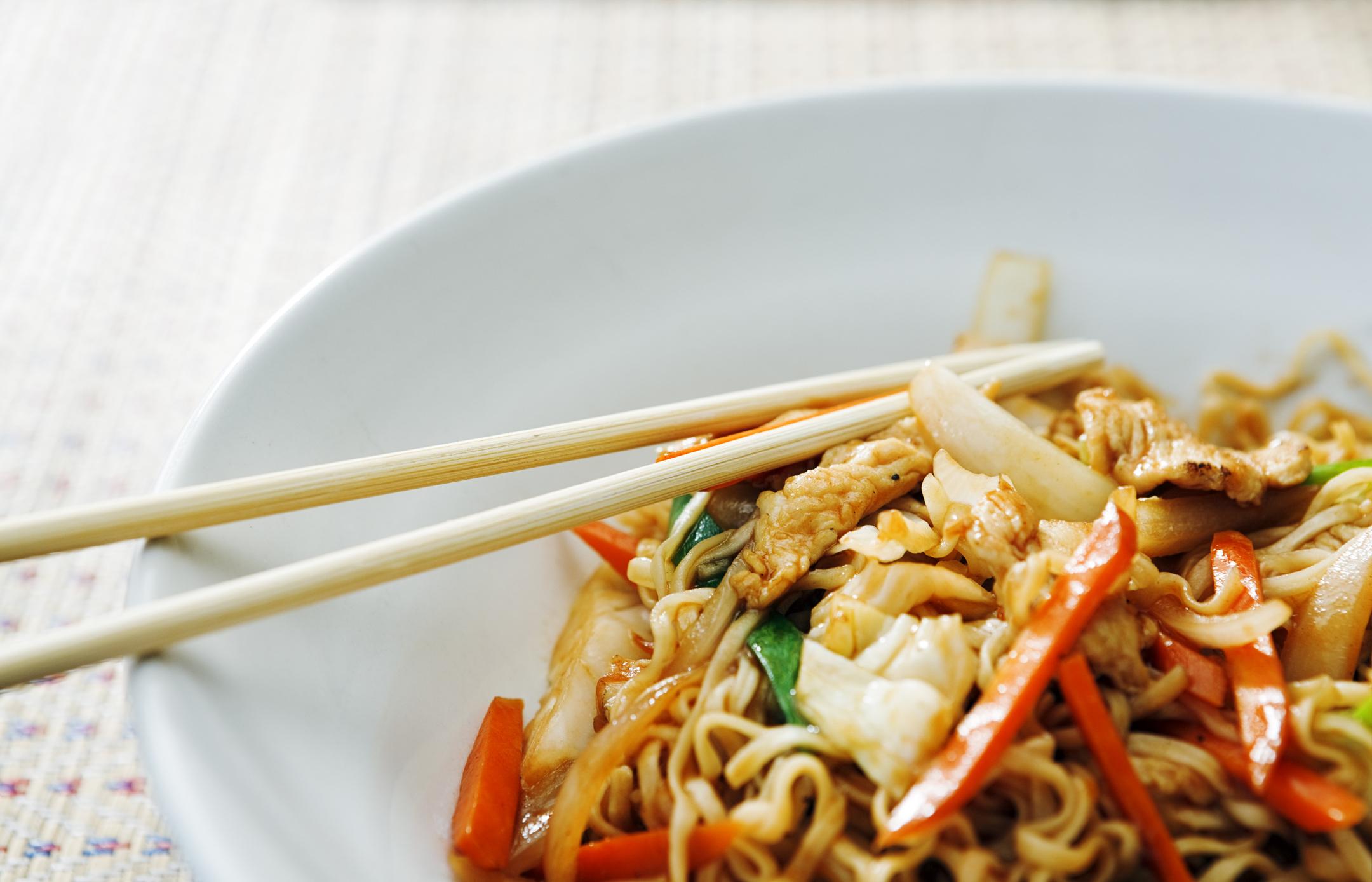 Sauté de poulet avec des légumes, un des repas du régime sans sucre.