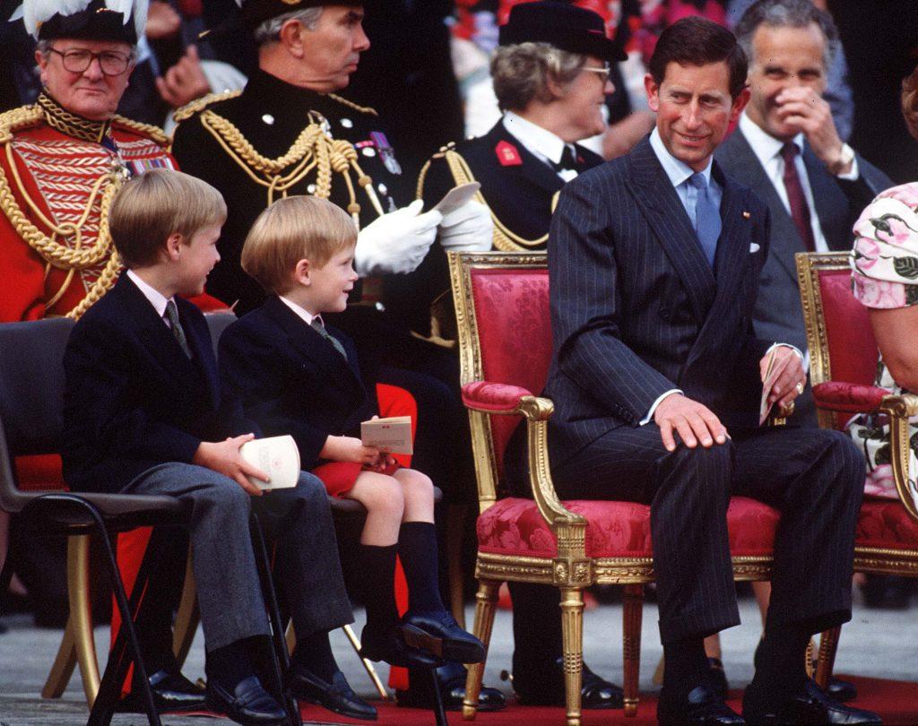 Le Prince Charles, le Prince William et le Prince Harry lors de la retraite des battants au Palais de Kensington.