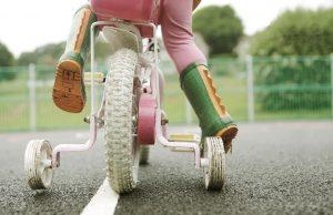 Une promenade à vélo est l'une de nos activités amusantes pour les tout-petits.