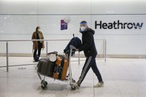 Personne revenant de l'un des pays de la liste rouge à l'aéroport d'Heathrow.