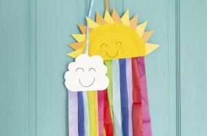 ces assiettes arc-en-ciel sont l'un de nos bricolages amusants pour les enfants.