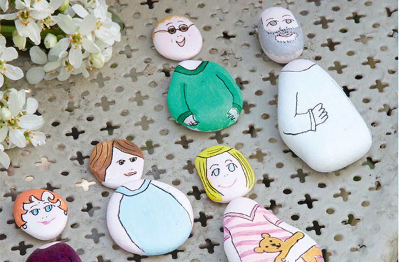 ces personnages-cailloux sont l'un de nos bricolages amusants pour les enfants.