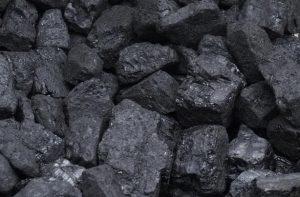 des morceaux de charbon