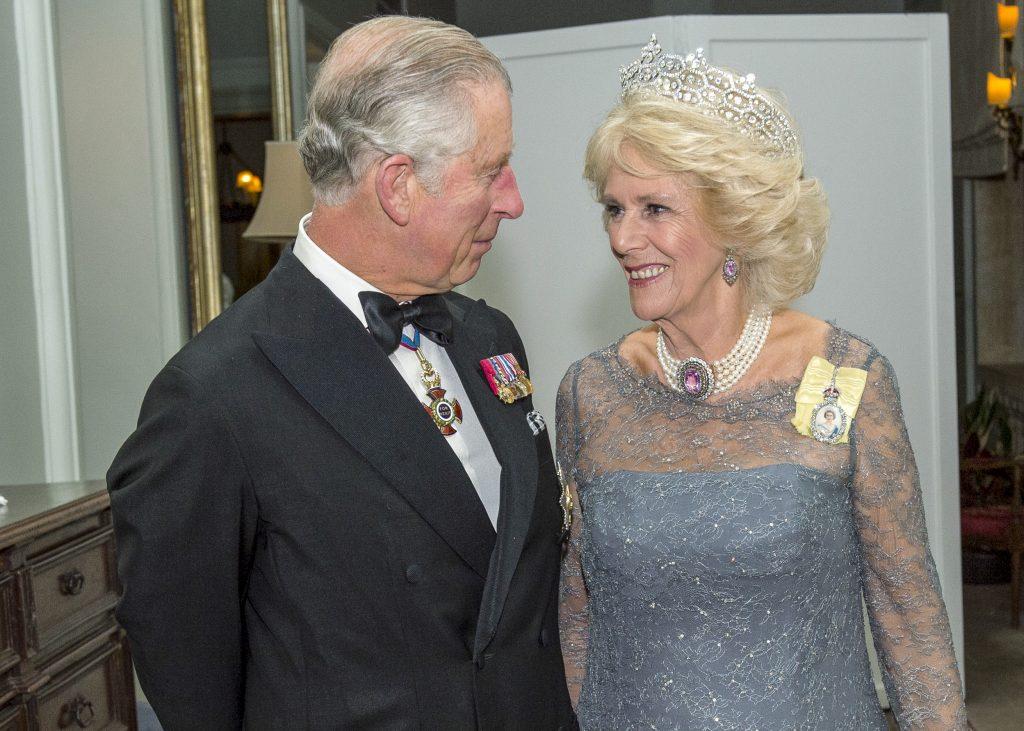 Le prince Charles, prince de Galles, accompagné de Camilla, duchesse de Cornouailles, assistent au banquet du CHOGM à Malte, le 27 novembre 2015, près d'Attard, à Malte.