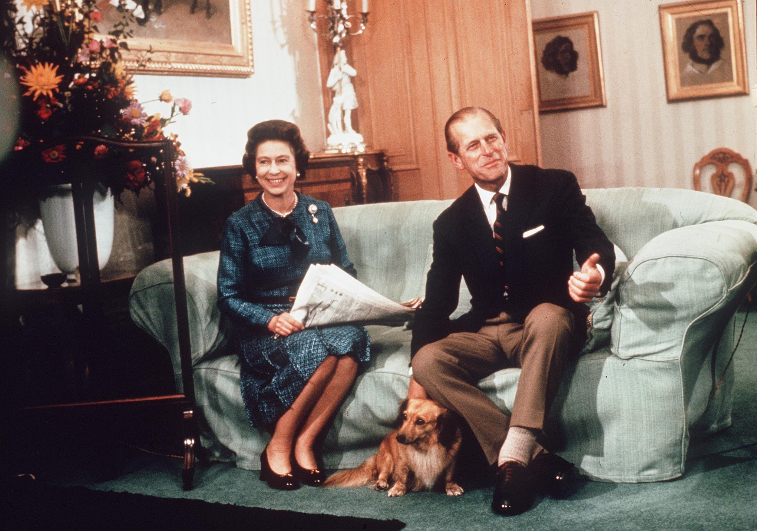Le Prince Philip et la Reine avec l'un de ses chiens à Sandringham.