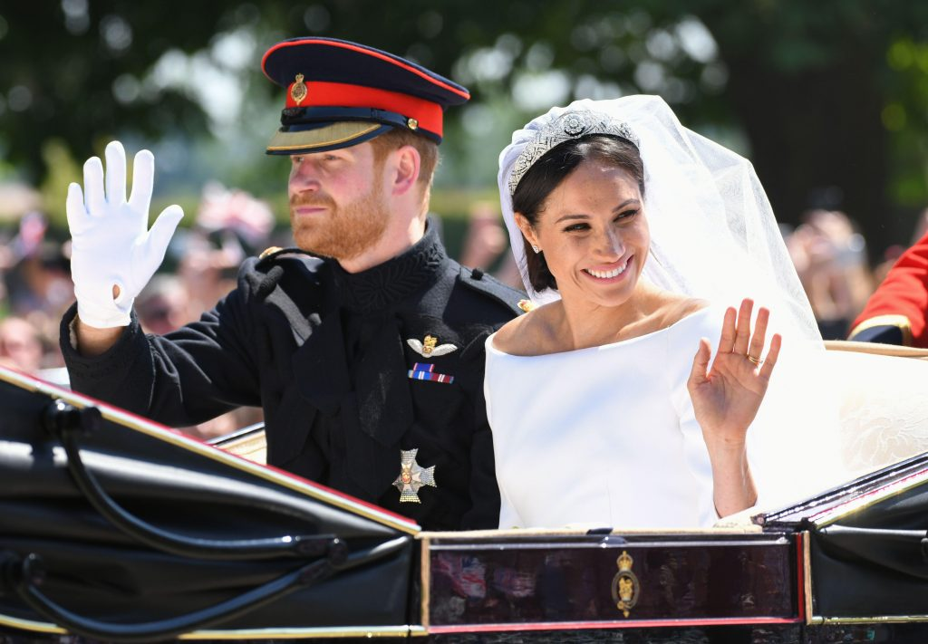 Le Prince Harry et Meghan Markle, le Duc de Sussex et la Duchesse de Sussex montent dans une calèche Ascot Landau le long du Long Walk après leur mariage dans la Chapelle St George au Château de Windsor.