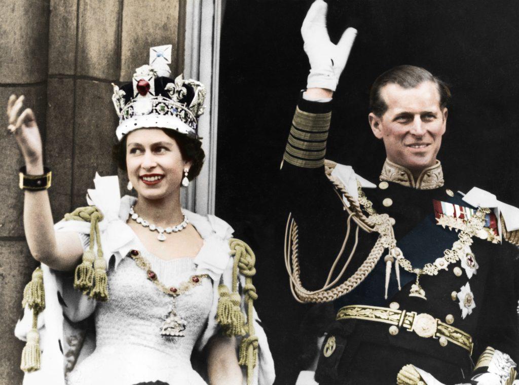 La reine Elizabeth II et le duc d'Édimbourg le jour de leur couronnement, Buckingham Palace, 1953.