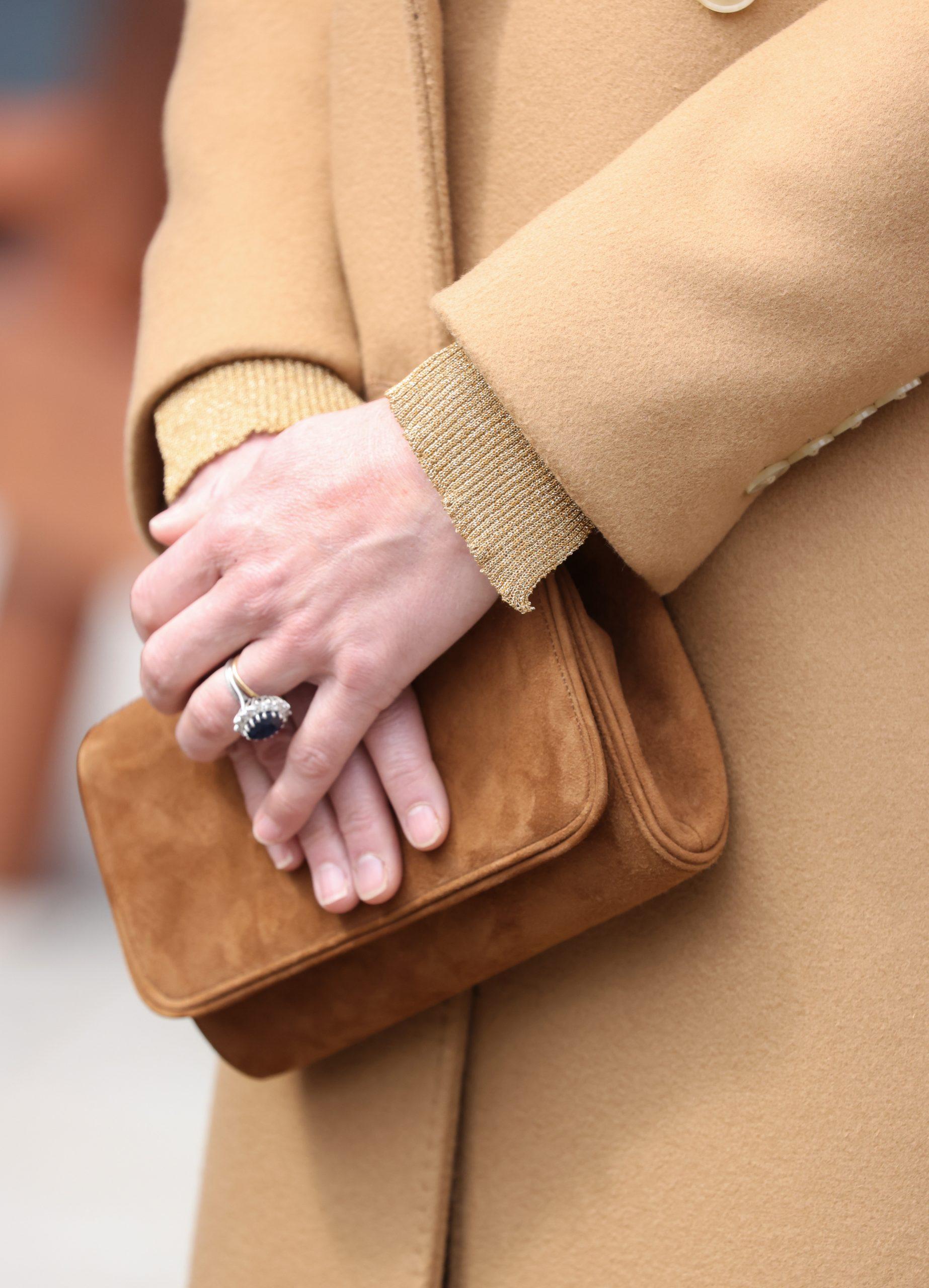 La pochette beige de Kate Middleton que portait le Prince William