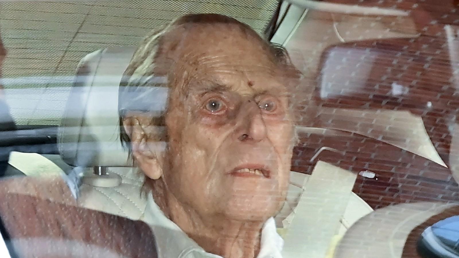 Le Prince Philip photographié quittant l'hôpital