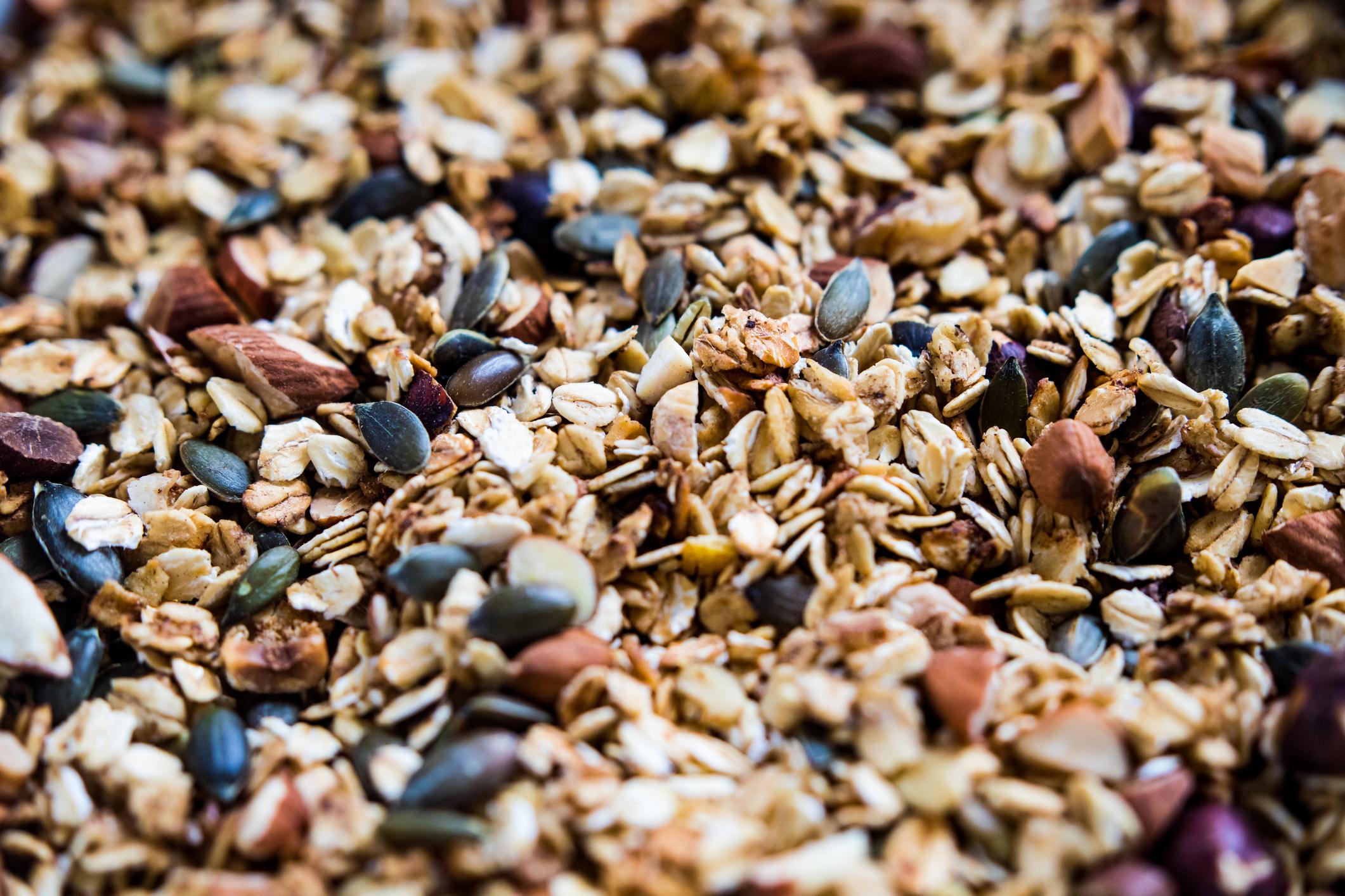 Un gros plan de granola qui est sain