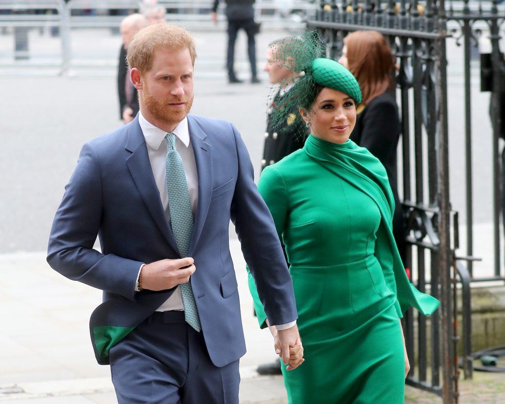 Le prince Harry, duc de Sussex, et Meghan, duchesse de Sussex, rencontrent des enfants alors qu'ils assistent au Commonwealth Day Service 2020, le 9 mars 2020 à Londres, en Angleterre.