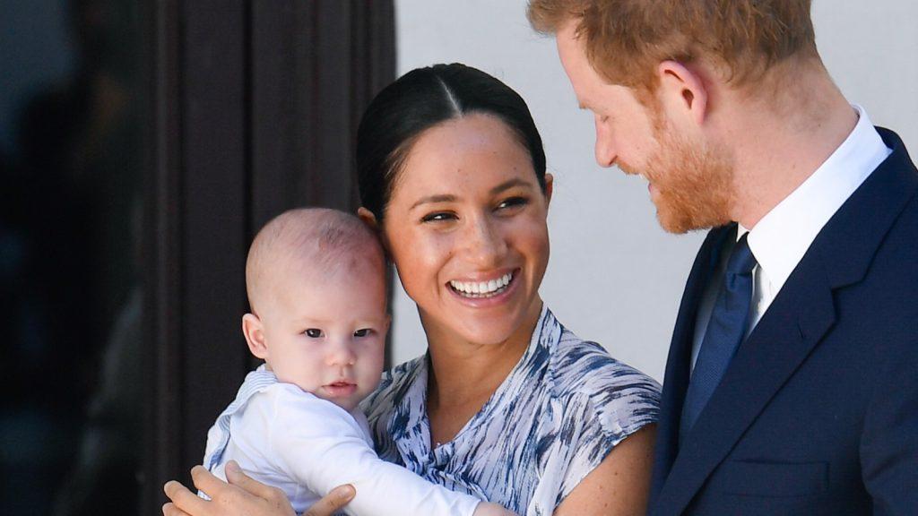 Le prince Harry, duc de Sussex, Meghan, duchesse de Sussex, et leur petit garçon Archie Mountbatten-Windsor.