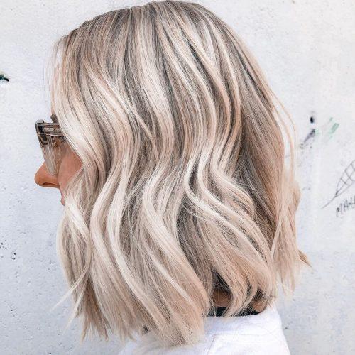 balayage blond cendré sur cheveux mi-longs