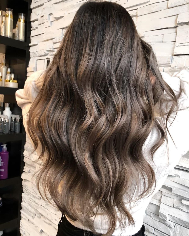 brun cendré clair sur cheveux foncés