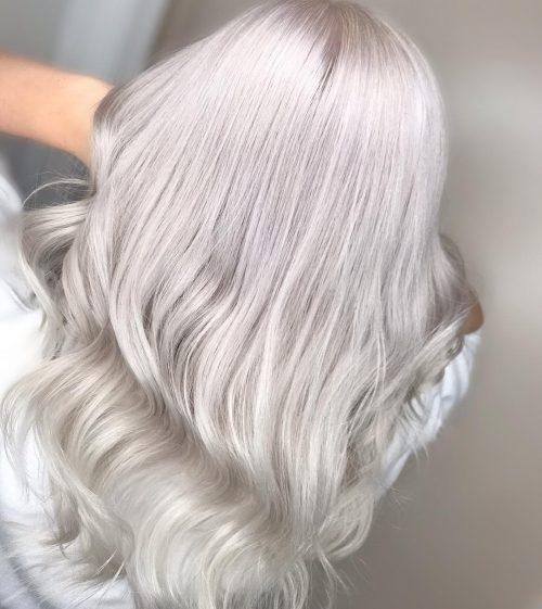 Cheveux blonds argentés glacés