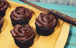Cupcakes en forme de rose au chocolat