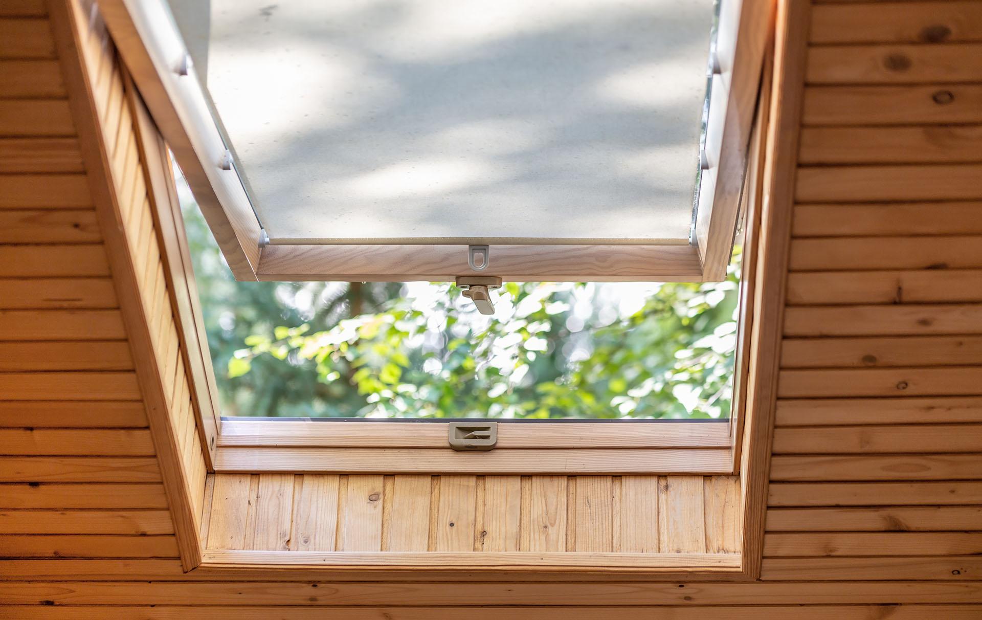 Ouvrir les fenêtres du grenier, c'est comment dormir pendant une nuit chaude.