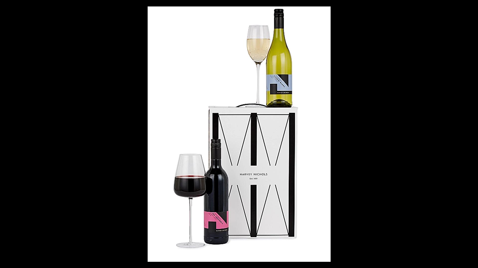 Un panier de vins mélangés pour la fête des pères