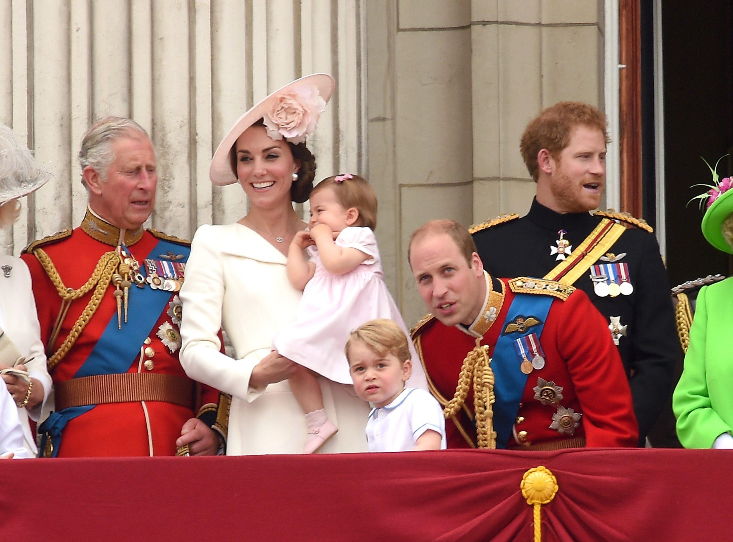 Le Prince Charles avec le Prince William, Kate Middleton et leurs enfants Prince George et Charlotte.