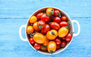 Bol de tomates-orange-et-cerises-rouges-fruits hypocaloriques