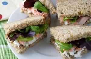 Sandwich au saumon et au fromage frais