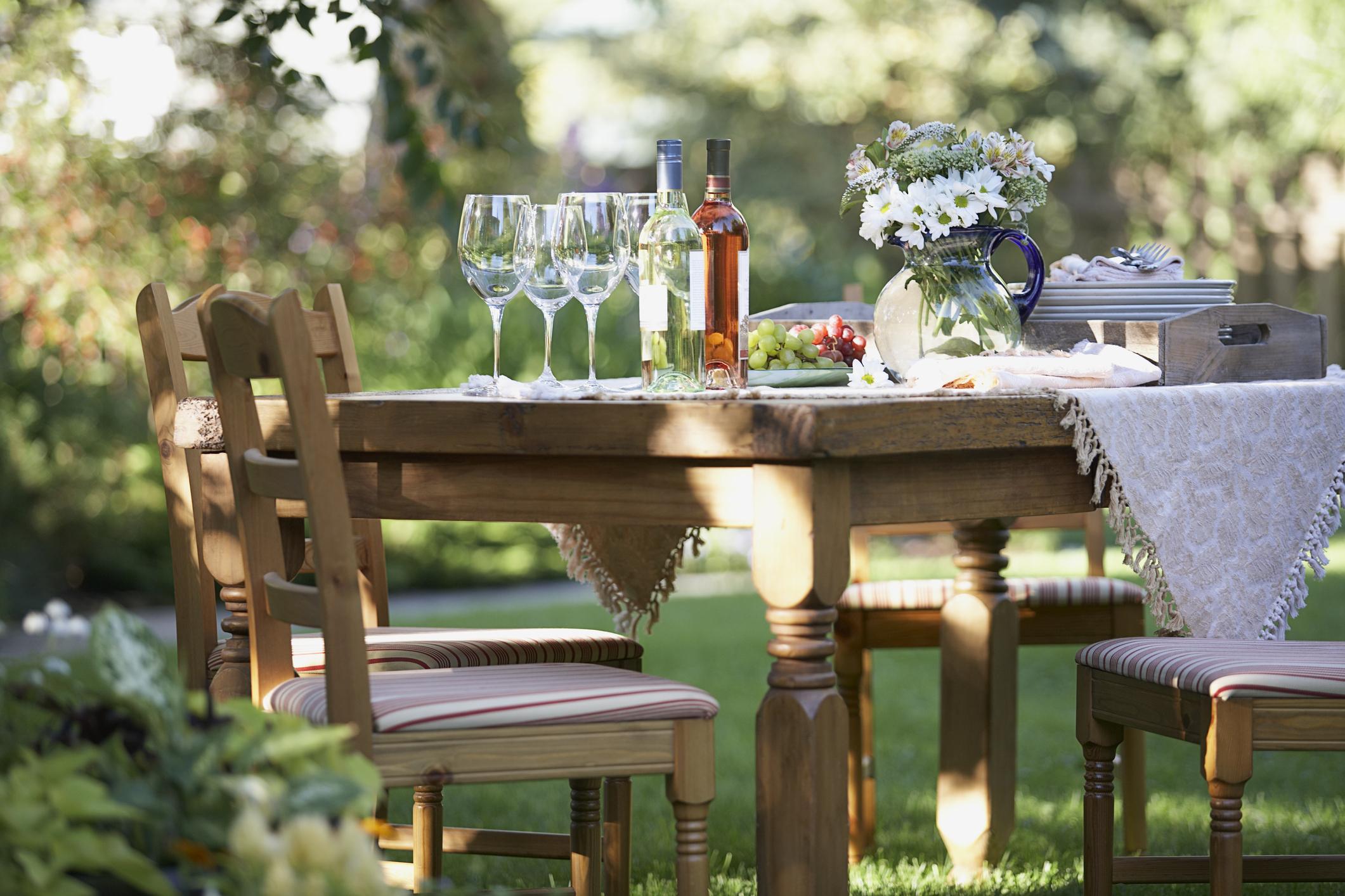 manger dehors et ne pas utiliser le four est un moyen de garder votre maison fraîche en été